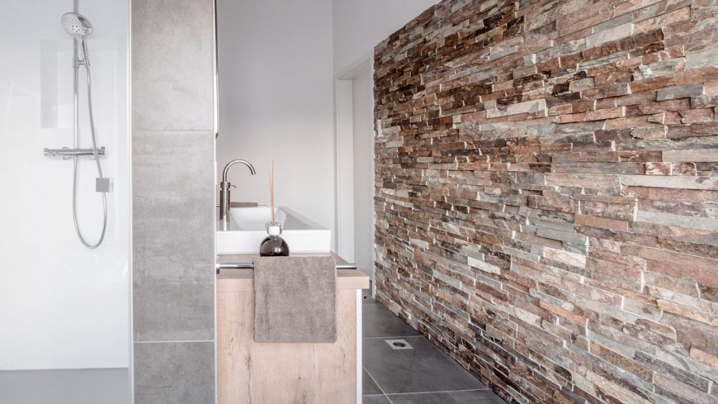 Designerbad durch aussergewöhnliche Oberflächen schaffen.